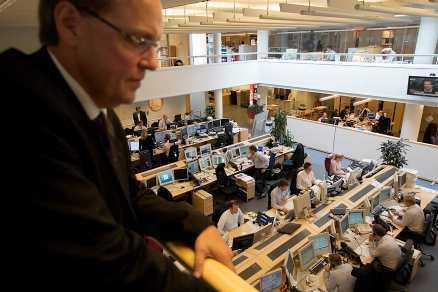 tyst på golvet Ronny Jacobsson följer aktiehandeln.