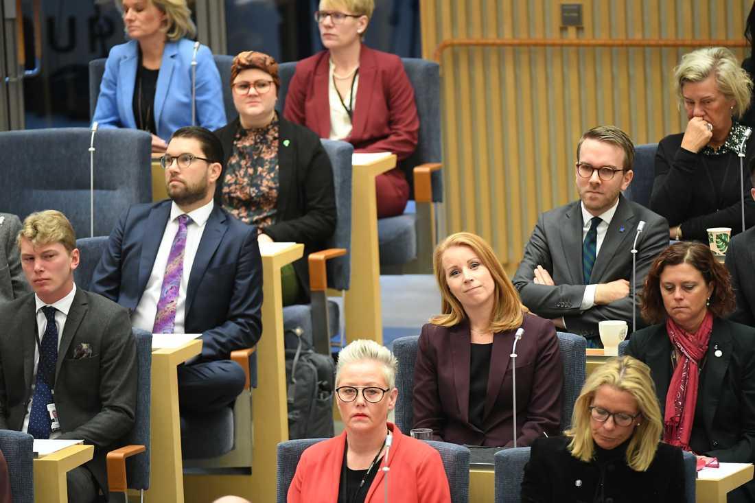 Annie Lööf på plats i riksdagen för att rösta om Stefan Löfven som statsminister.