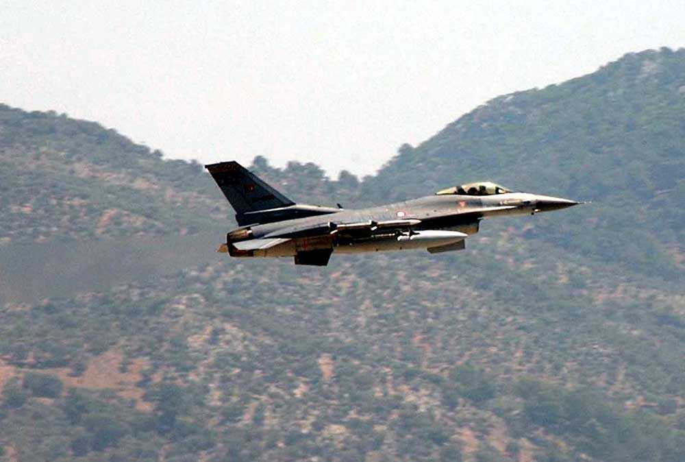 """Enligt nyhetsbyrån Reuters lyfte tre stycken F-16 från en bas i Diyarbakır i sydöstra Turkiet tidigt på fredagen och slog till mot två IS-baser och en """"samlingsplats"""". OBS! Bilden är tagen vid ett tidigare tillfälle."""