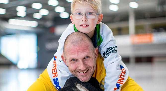 Andreas Bergwall med sonen Oscar, 10.