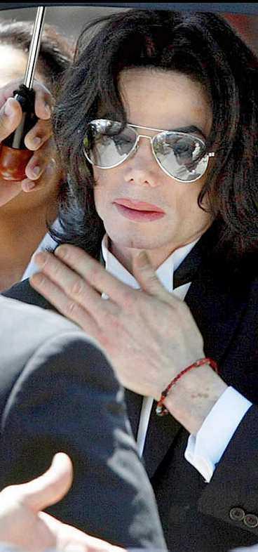 smakprov i går Tv-bolagen trissar över varandra i hopp om att få intervjua den pedofilfriade Michael Jackson. I går gav stjärnan dem ett litet smakprov när han uttalade sig på sin hemsida.