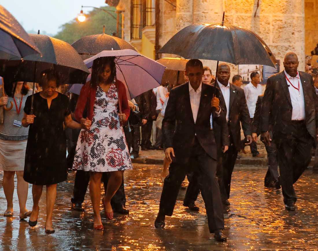Barack Obama guidas runt i  gamla stan i Havanna