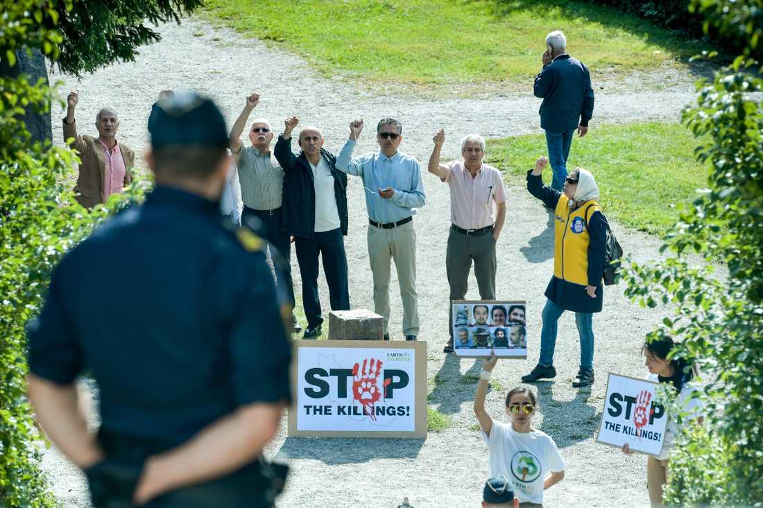 Demonstration i samband med att Irans utrikesminister Javad Zarif föreläser på fredsinstitutet Sipri i Solna.