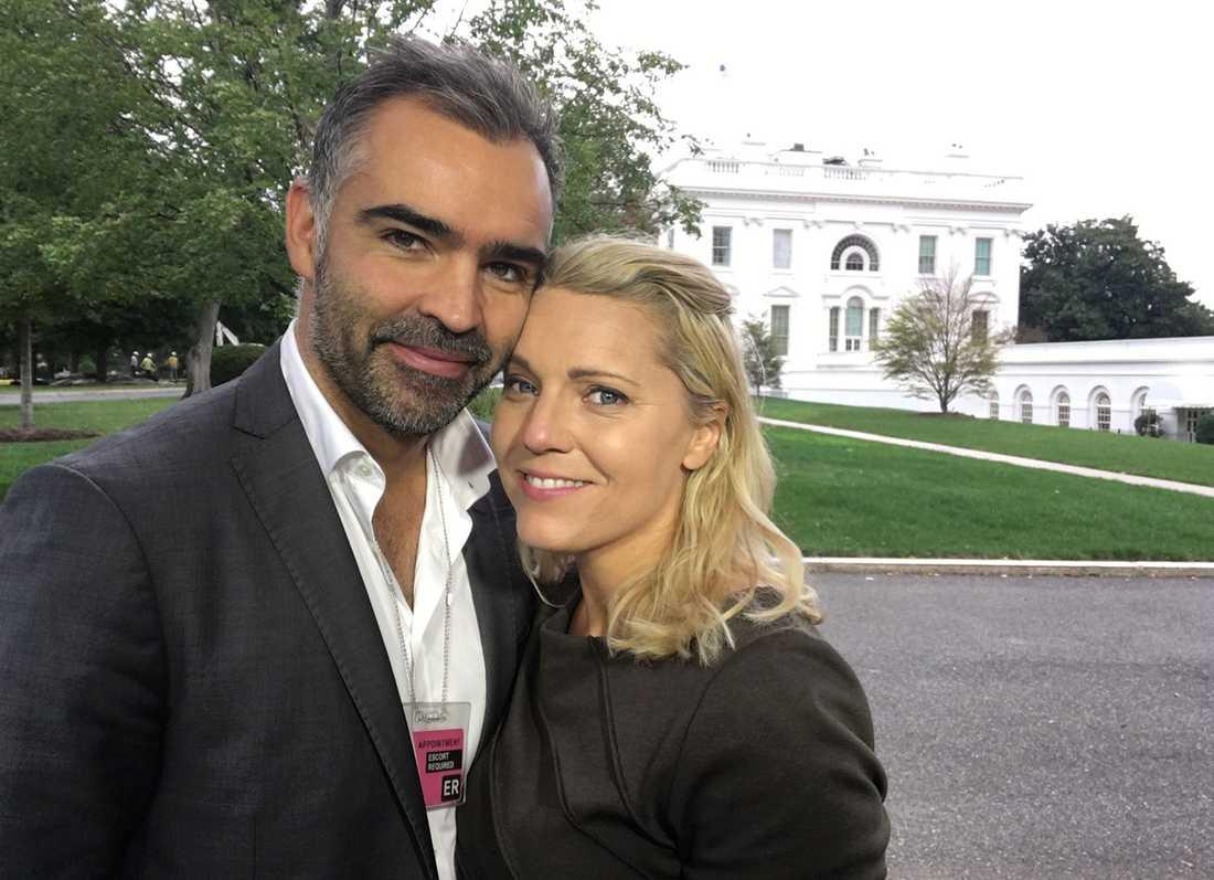 Carina Bergfeldt, korrespondent på SVT i Washington, med fästmannen Jesper Zølck.