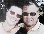 Peter och Britt Lord hade varit tillsammans i 13 år. De gifte sig 2002. Hon tittar ofta på den här bilden av de två tillsammans.