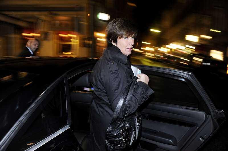 """hemligheter inifrån Mikael Romeros bok """"Tobleroneaffären – varför Sverige inte fick sin första kvinnliga statsminister"""" avslöjar hemligheter inifrån och skildrar tiden då Mona Sahlin tvingades lämna regeringen."""