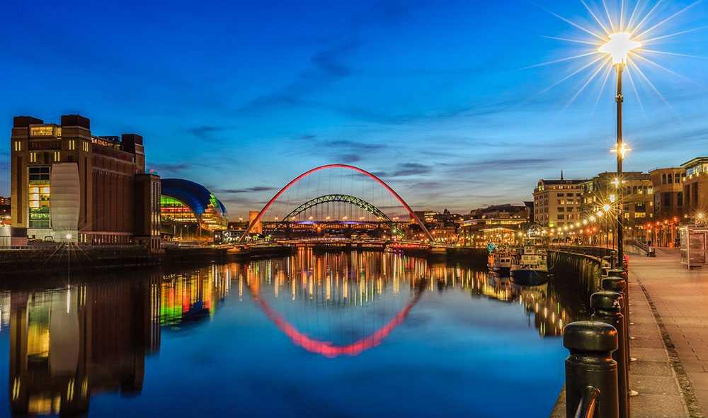 Newcastle bjuder på historiska sevärdheter, konstmuseer, brittiska pubar och coola nattklubbar.