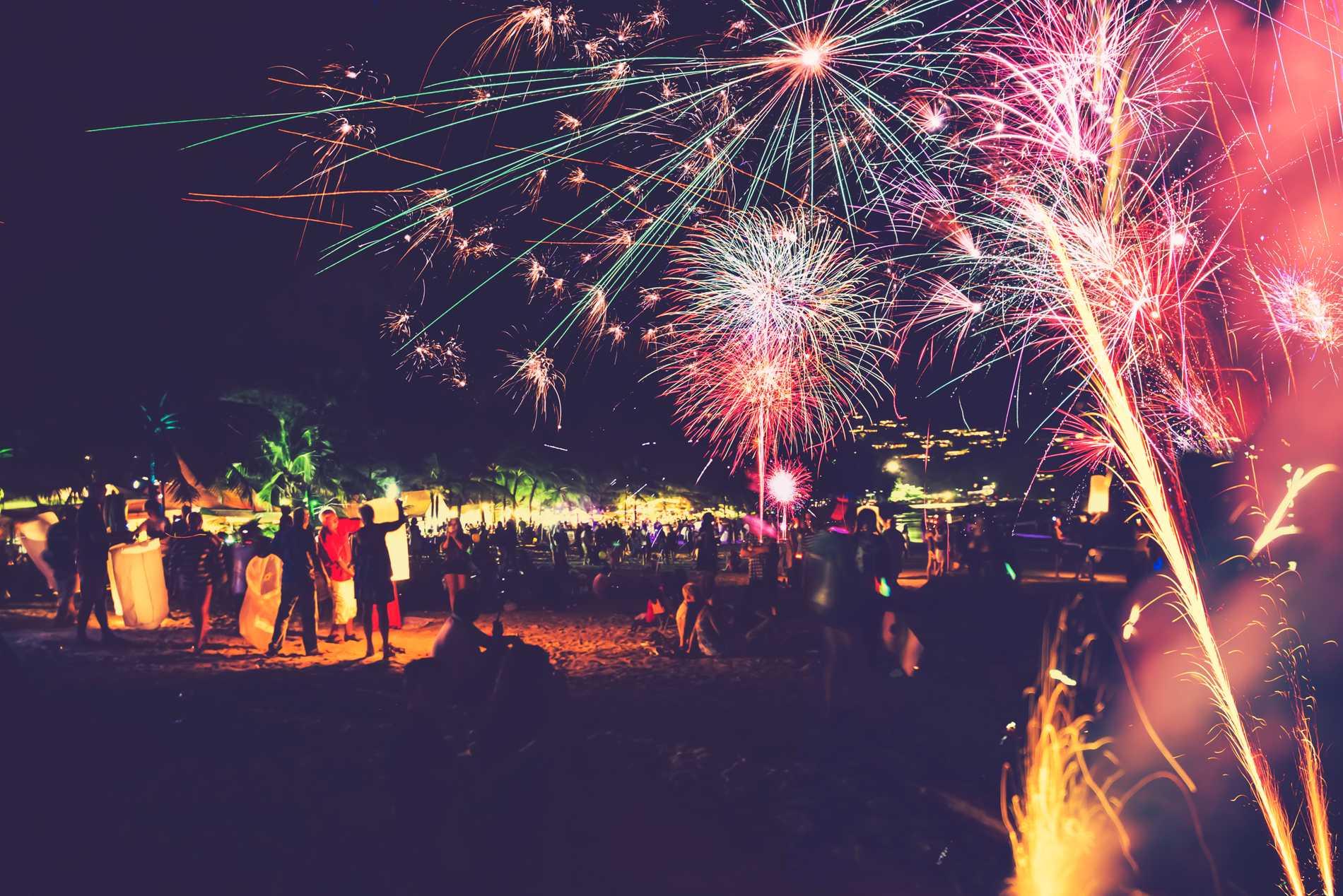 I Thailand firas nyår med både fyrverkerier och ljuslyktor.