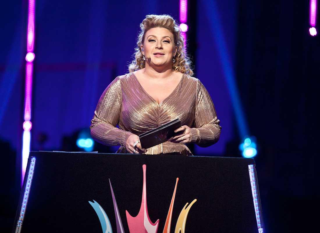 Sarah Dawn Finer var en av programledarna i Melodifestivalen 2012.