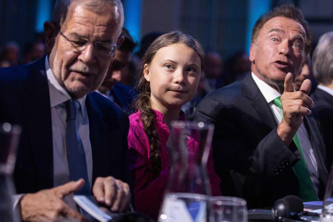 Klimataktivisten Greta Thunberg, Österrikes president Alexander Van der Bellen och tidigare guvernören och filmstjärnan Arnold Schwarzenegger tillsammans under klimatkonferensen R20 i Wien.