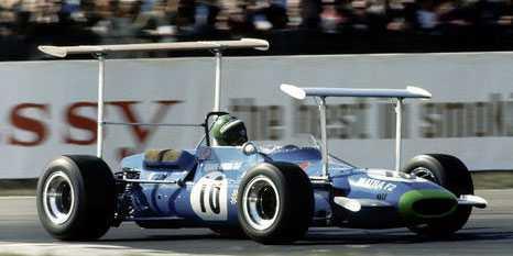 6. Matra MS7 Ford Vingar får oss att flyga, eller? Henri Pescarolo körde 1969 en bil där frontvingen och bakvingen var uppbyggd på höga ställningar.