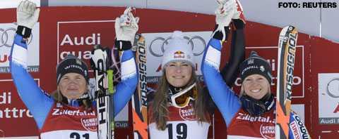 Anja Pärson (t.v.) och Jessica Lindell Vikarby (t.h.) på prispallen efter söndagens Super G. I mitten står vinnaren, amerikanskan Lindsey Vonn.