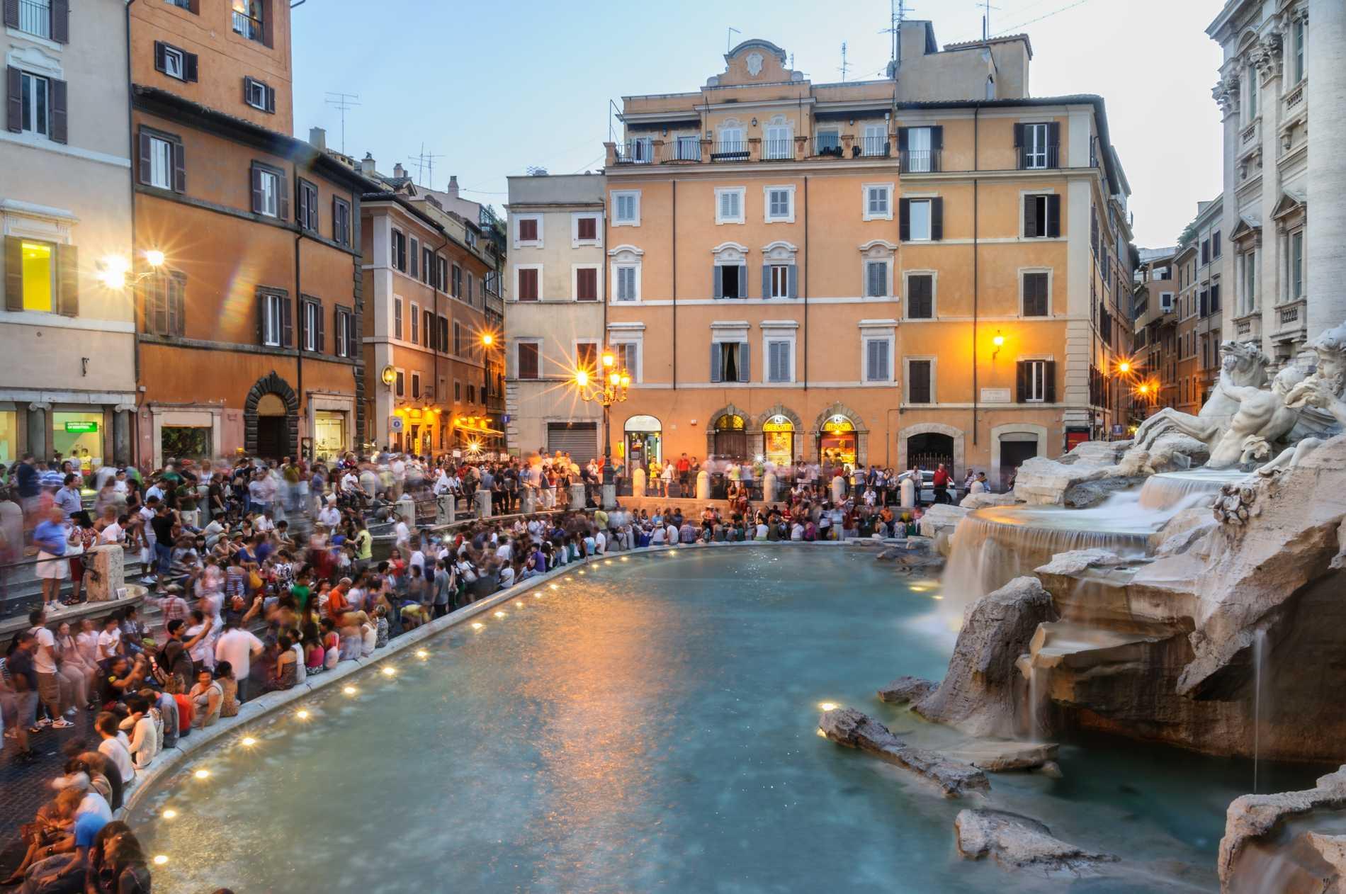 Det är främst Italienska städer som infört hårda regler för att kontroller turisterna.