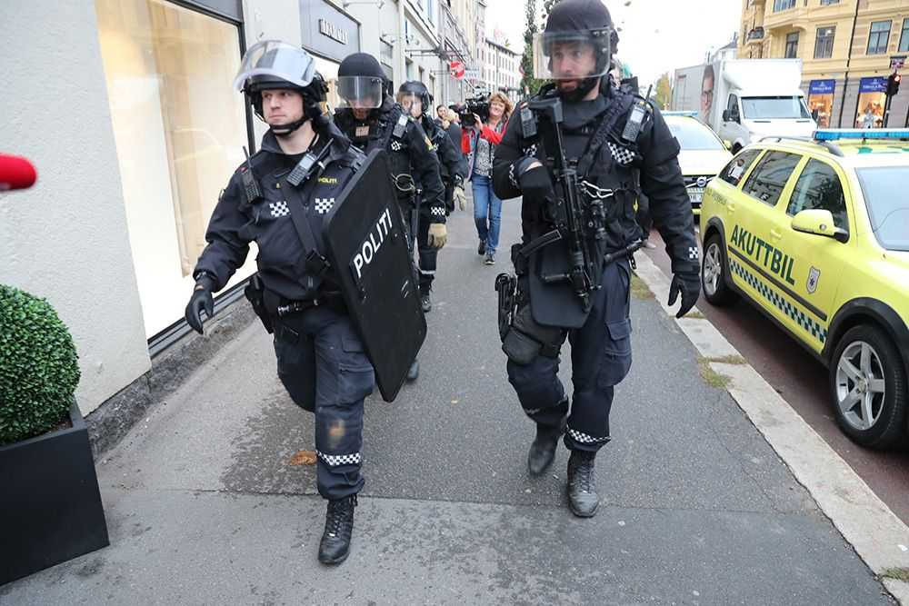 Polisen i Oslo jagar den misstänkte mannen.