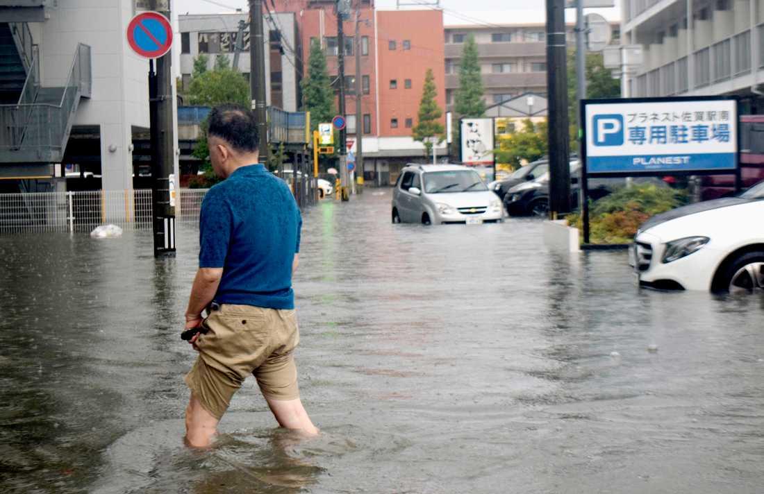 Saga i sydvästra Japan har drabbats hårt av skyfall.