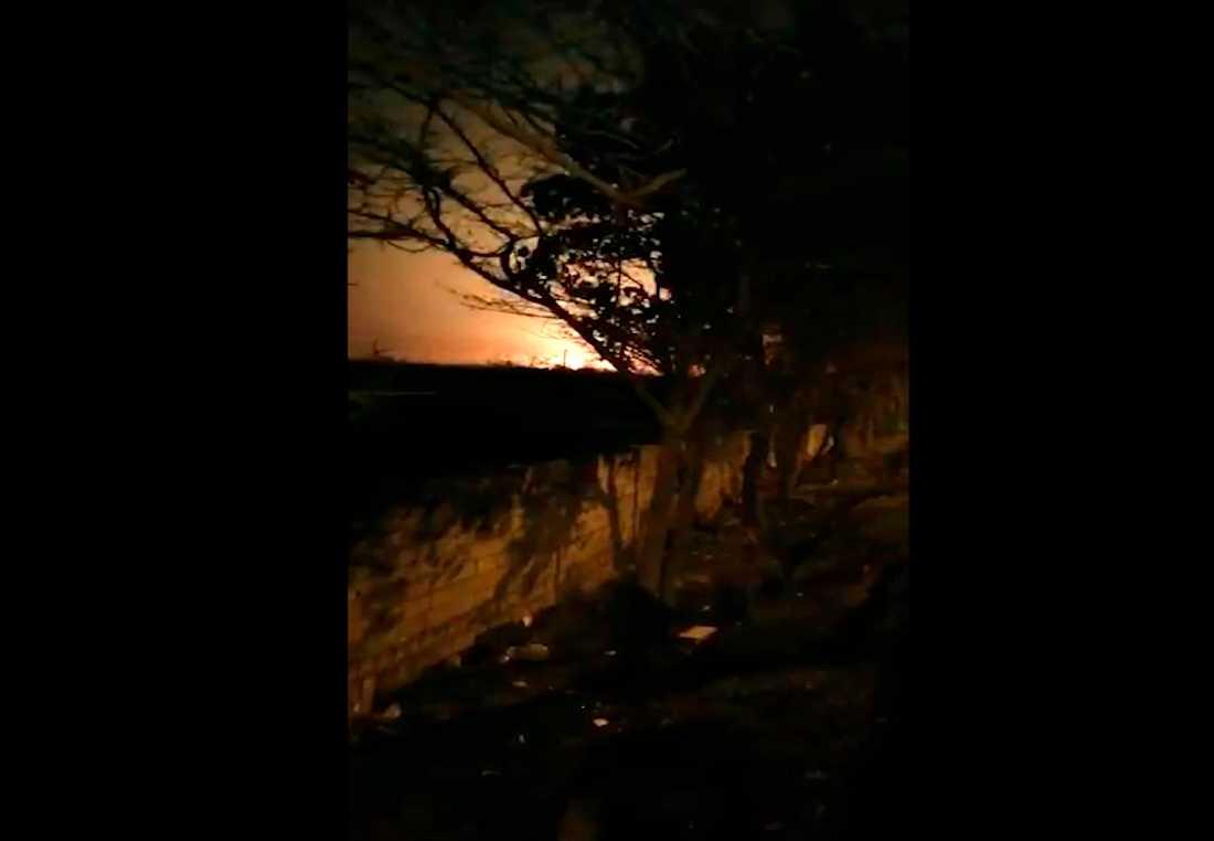 Bild från en film där man ska se när flygplanet kraschar,