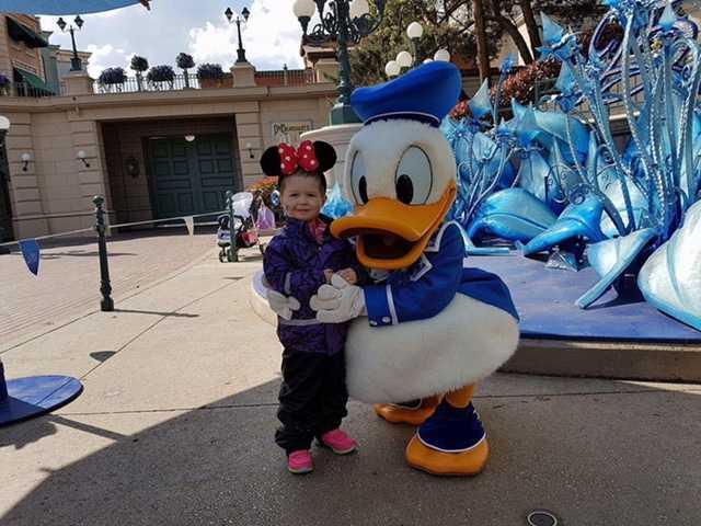 Noelia på Disneyland