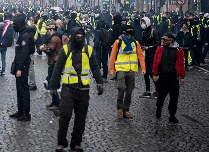 I Frankrike har tusentals Gula västar genomfört återkommande demonstrationer i flera månader.