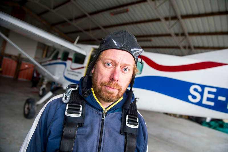 Tv-profilen Peter Settman samarbetar med en vapenjätte. Foto: Jonas Bilberg