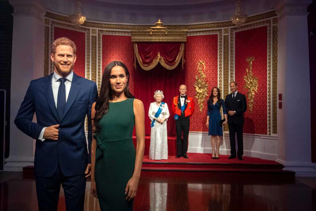 Vaxdockorna som föreställer Harry och Meghan har flyttats bort från resten av den kungliga familjen på Madame Tussauds i London.