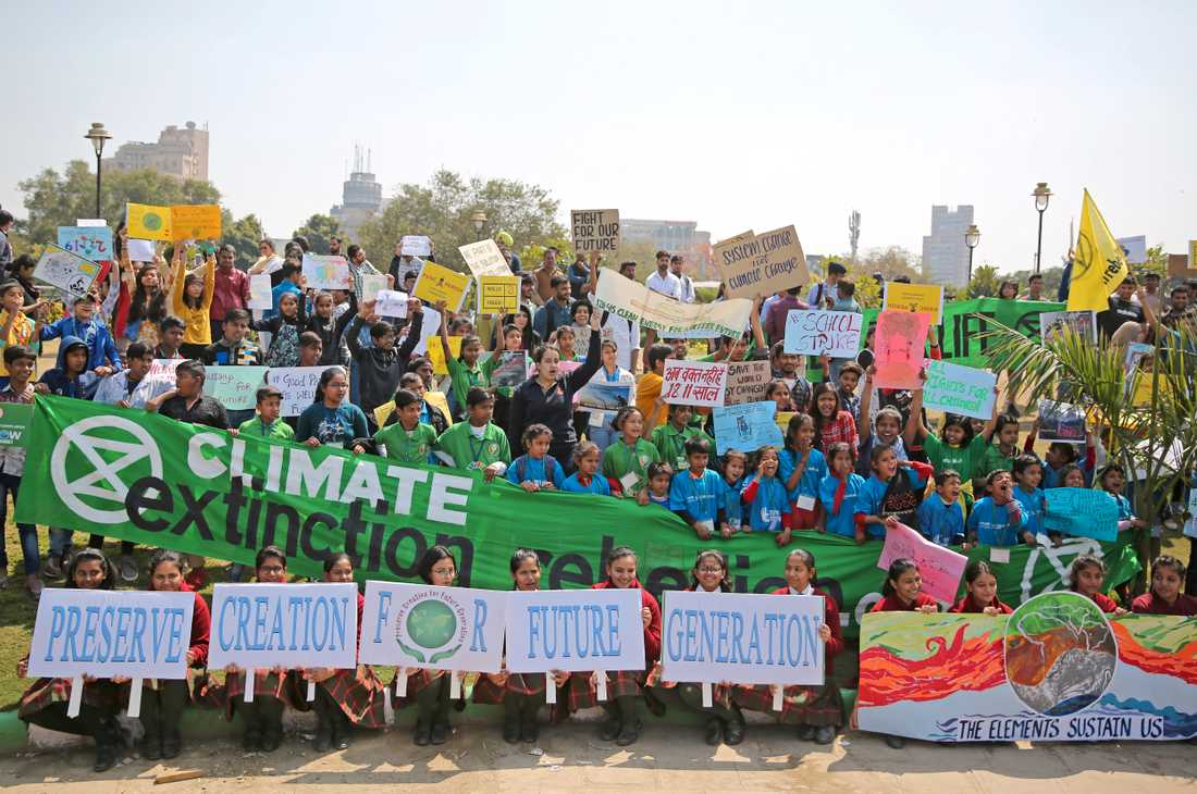 Skolungdomar i New Delhi i Indien deltar i den globala strejken för klimatet fredagen den 15 mars i år, med inspiration från Greta Thunberg. Arkivbild.