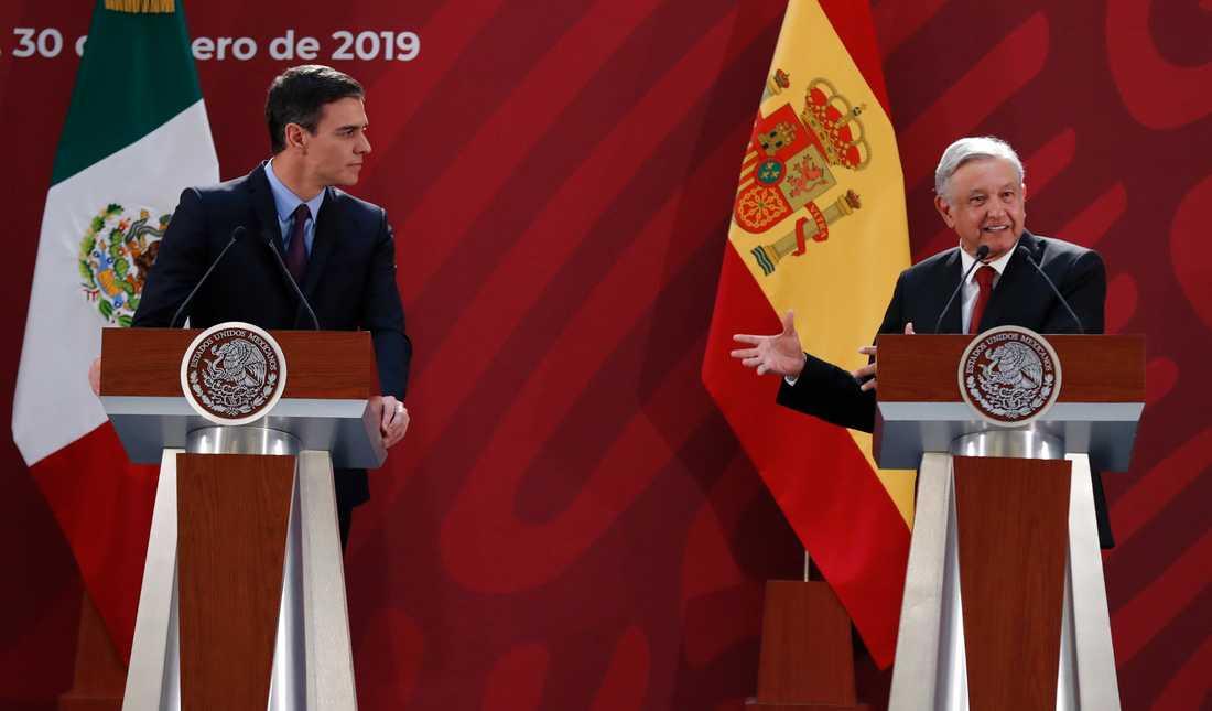 Pedro Sánchez och Andrés Manuel López Obrador på en gemensam presskonferens under den förstnämndes besök i Mexiko.