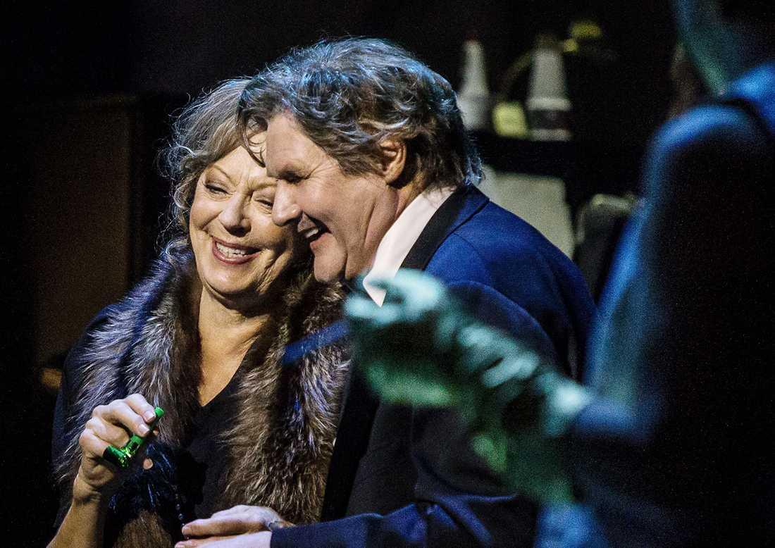 Lill Lindfors och Johan Rabaeus i Cabaret.