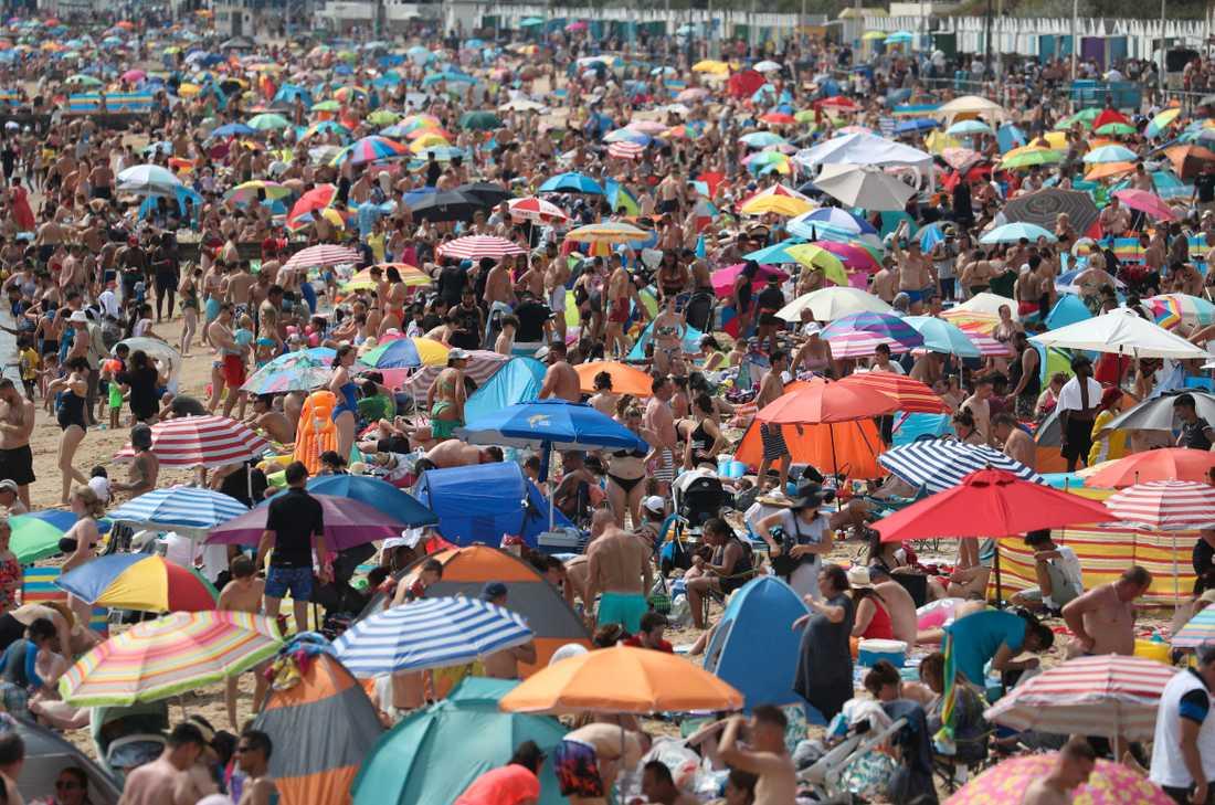 """""""Människor följer inte restriktionerna"""", säger en strandbesökare i Bournemouth."""