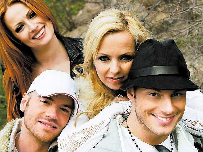 SCHLAGERVETERAN Andreas Lundstedt har deltagit i Melodifestivalen flera gånger. Här med Alcazar – Annikafiore, Tess Merkel och expojkvännen Magnus Carlsson – som han kommit trea med.