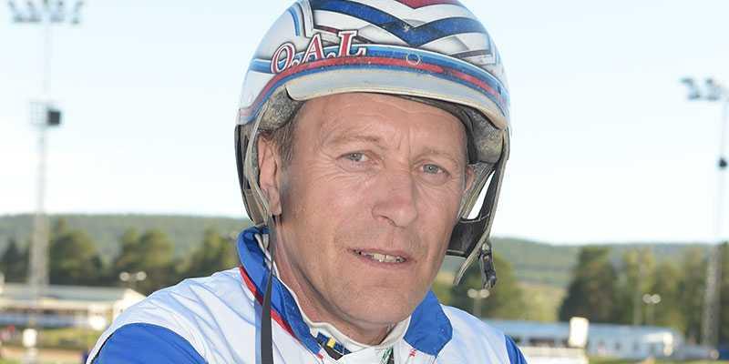Ove A Lindqvist vårdas på sjukhus efter den otäcka olyckan på Bollnästravet under tisdagen.