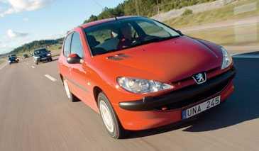 REN KÖRGLÄDJE Peugeot 206 är lättstyrd i alla lägen och har den skönaste ratten.