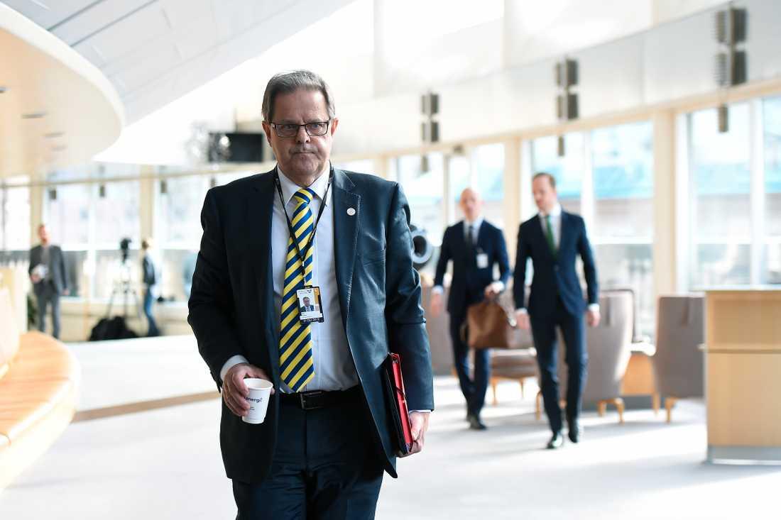 Riksdagsledamoten Olle Felten utesluts, kommenterar i riksdagen.