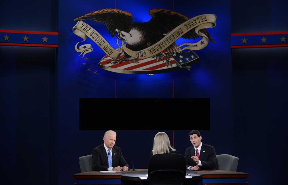 Vicepresident Joe Biden, republikanernas vicepresidentkandidat Paul Ryan ochör debattens tv-värd Martha Raddatz
