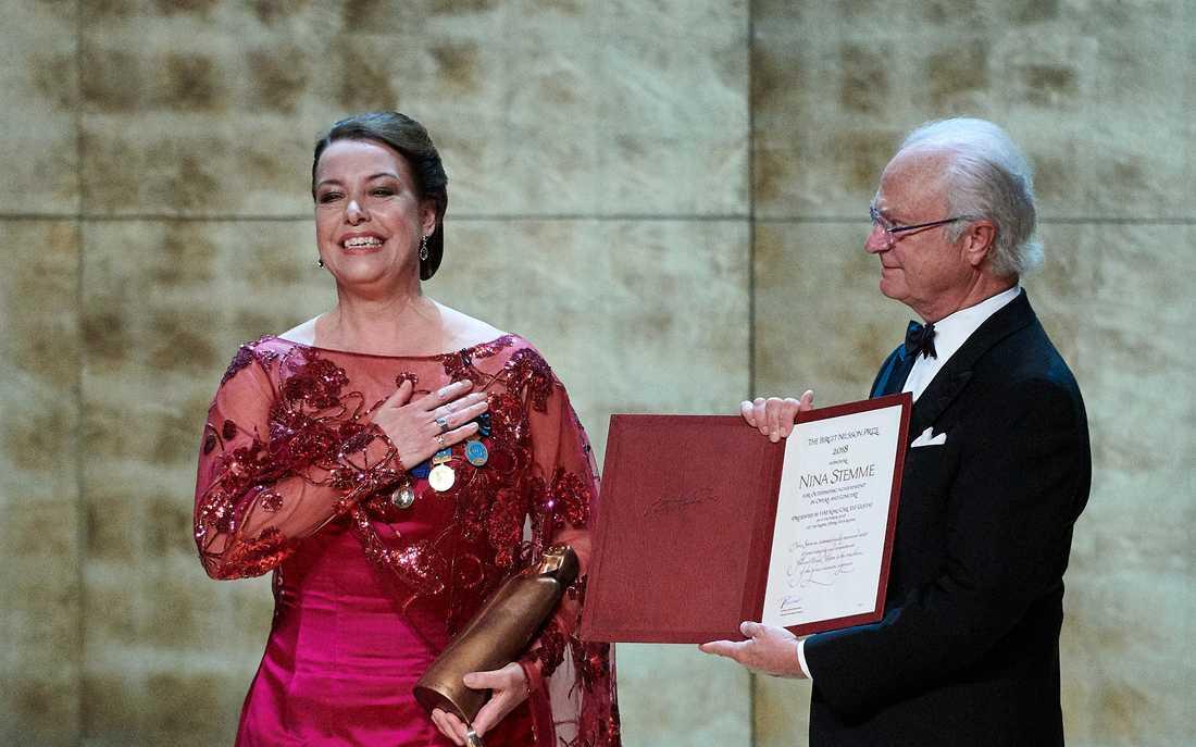 Nina Stemme tar emot Birgit Nilsson Prize av kungen på Kungliga Operan