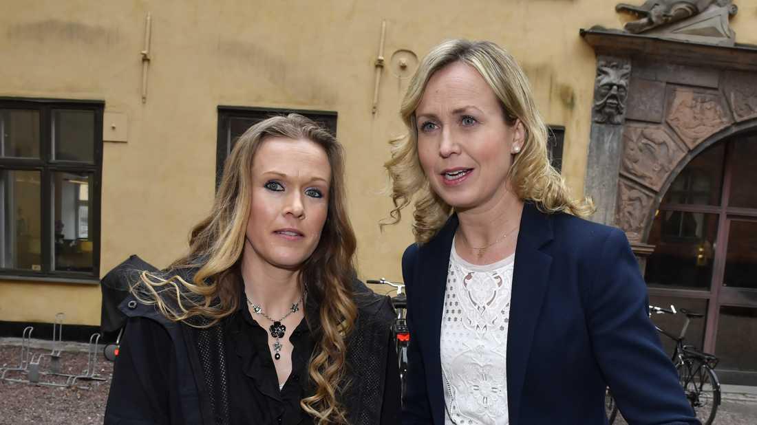 Barnmorskan Ellinor Grimmark (tv) och hennes juridiska ombud Ruth Nordström går vidare till Europadomstolen.