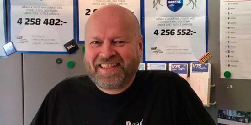 Björn  Lygnell äger och driver Lygnells  Spel och Tobak i Huddinge.