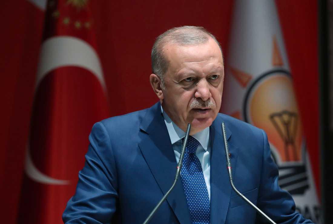 Turkiets president Recep Tayyip Erdogan ställer krav på EU om syrier som flytt kriget i deras hemland.