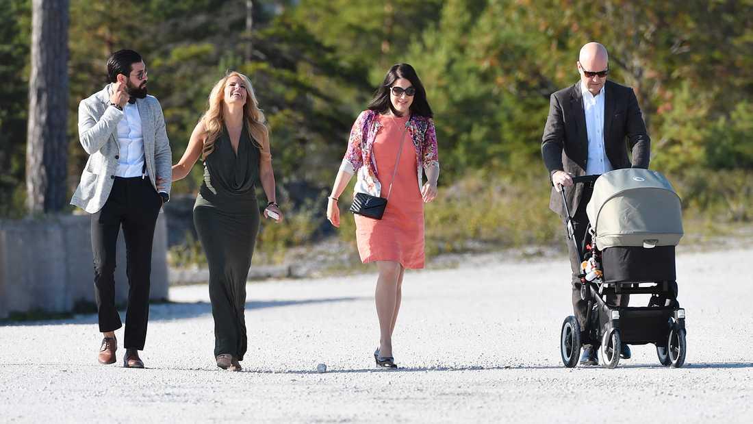 Laila Bagge med pojkvännen Korosh Kananian samt Roberta Alenius och Fredrik Reinfeldt.