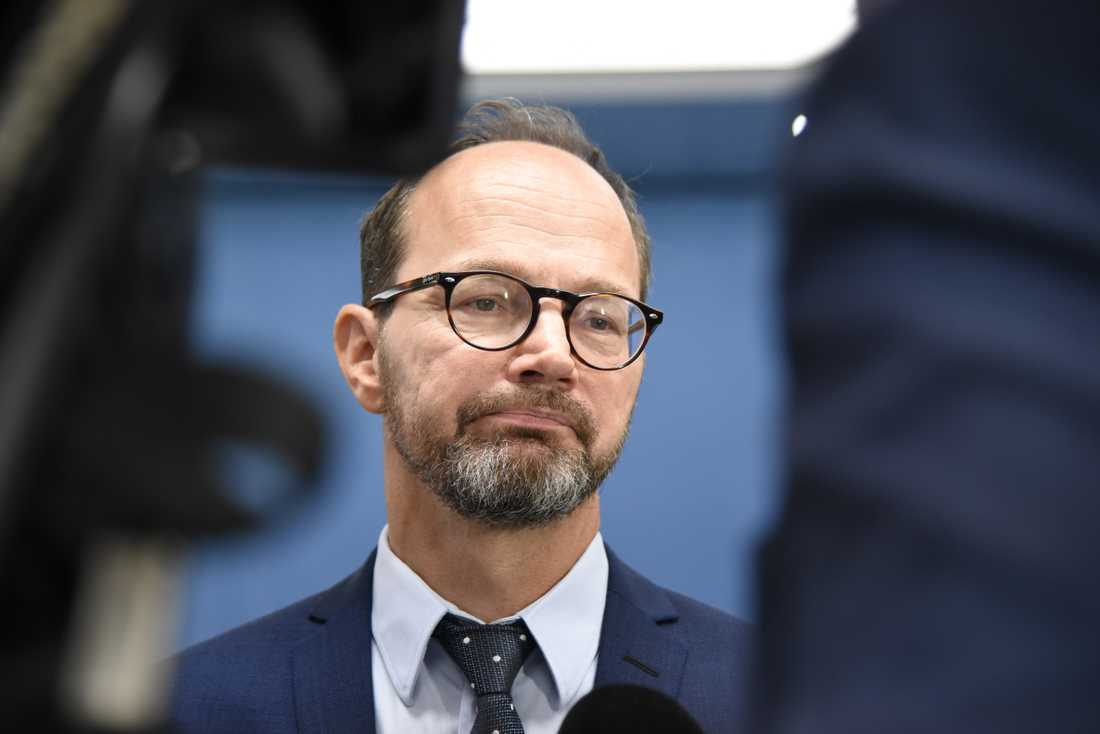 Infrastrukturminister Tomas Eneroth (S) har bjudit in till samtal om höghastighetståg. Arkivbild.