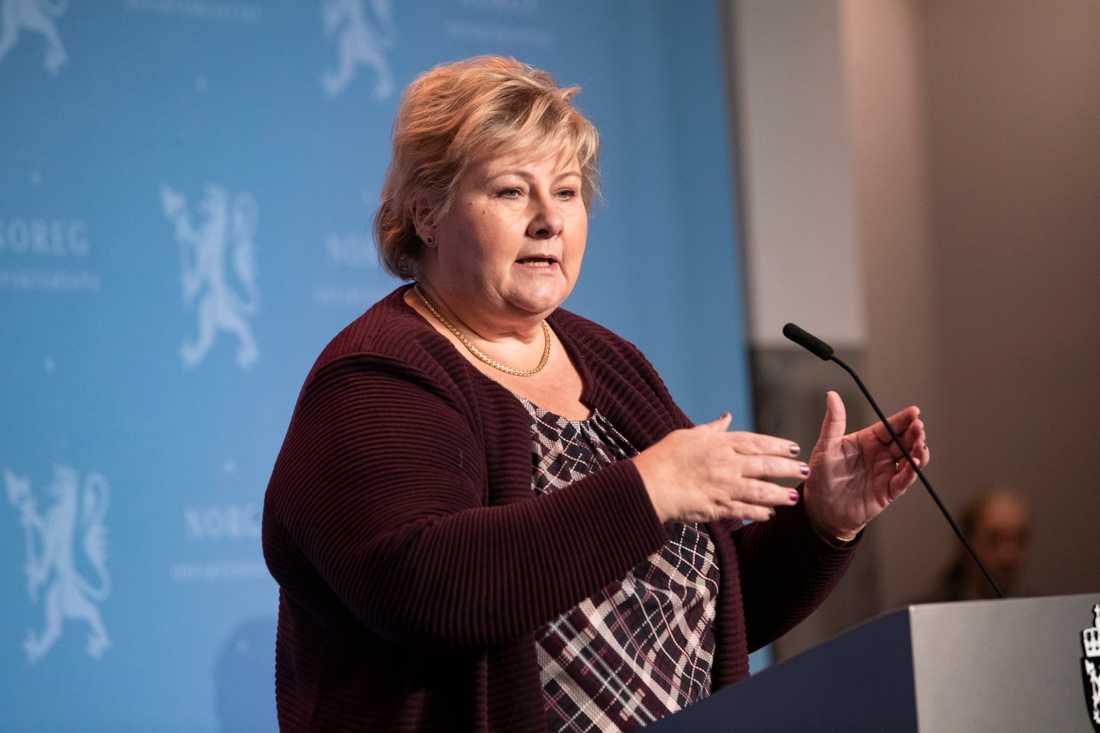 Statsminister Erna Solberg under presskonferensen där restriktionerna meddelades.