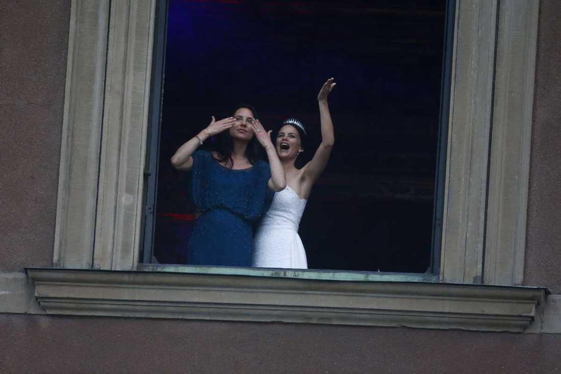 Prinsessan Sofia jublar rakt ut.