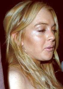 I TRÄSKET Skådespelerskan Lindsay Lohan, 21, åker ut och in på rehab. Hennes pappa har sagt att hon går på smärtstillande opiater.