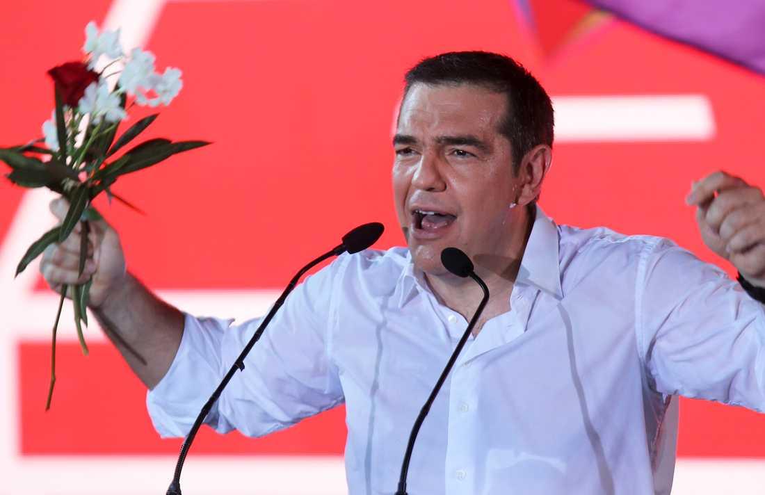 Greklands premiärminister Alexis Tsipras varnar för mörkare tider.