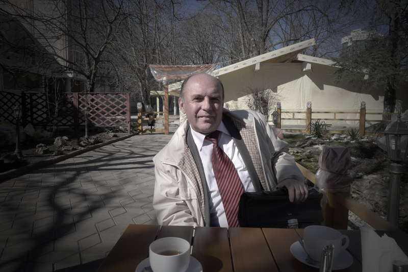 Inte avgjort Sociologiprofessor Pavel Andrejevitj Khrienko tror inte att valet är avgjort innan. Själv stöder han det ryska alternativet.