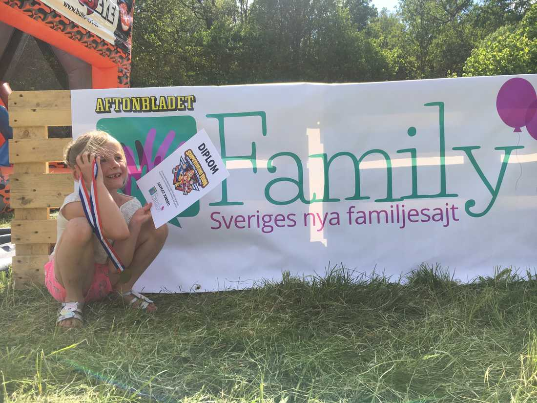 """Freja, 6, har sprungit hinderbarnan """"Superhero run"""" som sponsras av Aftonbladet Family"""