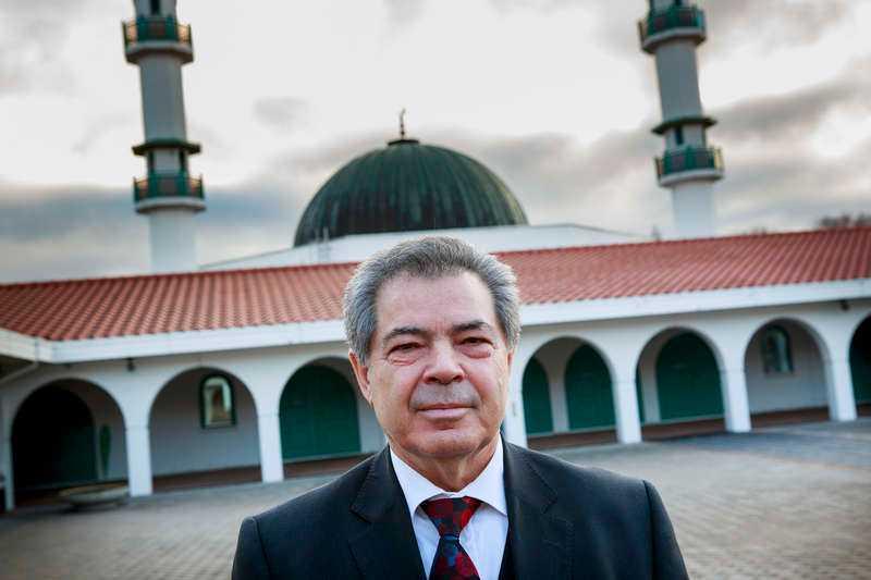 ett livsverk Bejzat Becirov är direktör i Islamic Center, som driver den stora moskén i Malmö. Med åren har hoten mot honom eskalerat. Bland annat har han prejats av maskerade män, hotats med pistol och fått avföring hemskickat i kuvert.