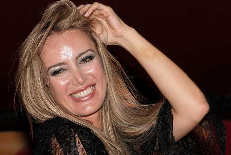 Patrizia D'Addario avslöjade Silvio Berlusconis sexskandaler.