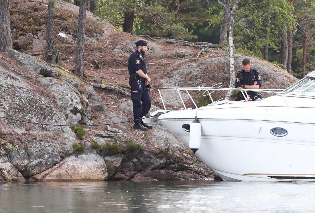 Båten låg förtöjd vid en ö strax utanför Olshammar när olyckan ägde rum.