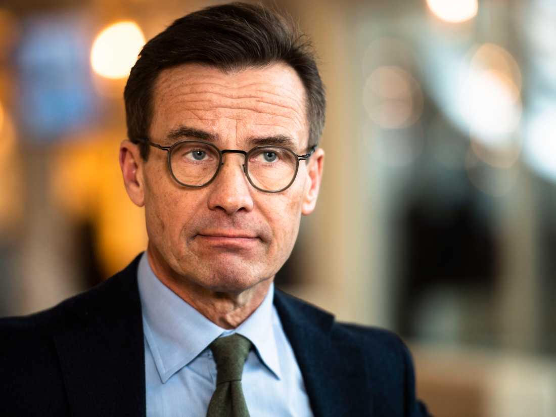 Ulf Kristersson rasar mot vaccinprioriteringen när höginkomsttagare tvingas vänta.