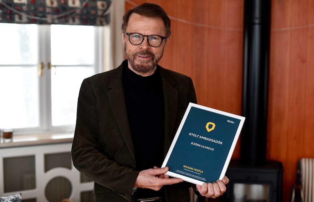 Björn Ulvaeus med ambassadörsdiplomet.